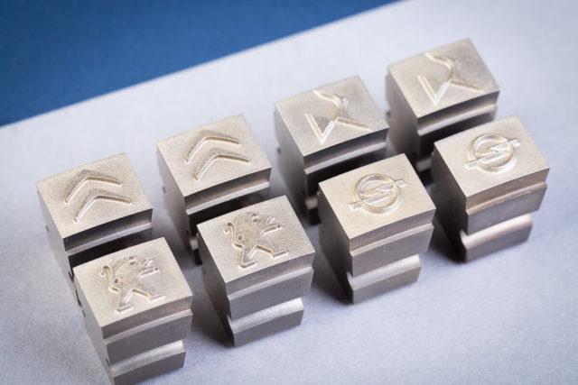 Znakowniki do cechowania detali sposobem na nanoszenie logo i oznaczenie produktu