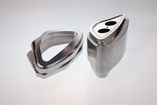 Obróbka CNC w automotive: Matryca i stempel do wykrawania otworów w felgach